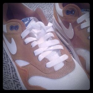 Nike Air Max 1 Curry Size 6 Mens or 7.5 women